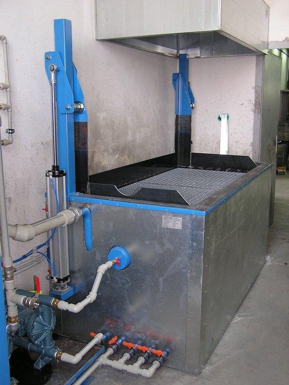 Odlakovací zařízení<br /><!--[endif]-->CONTEG Pelhřimov odlakovací zařízení se zvedacím roštem.